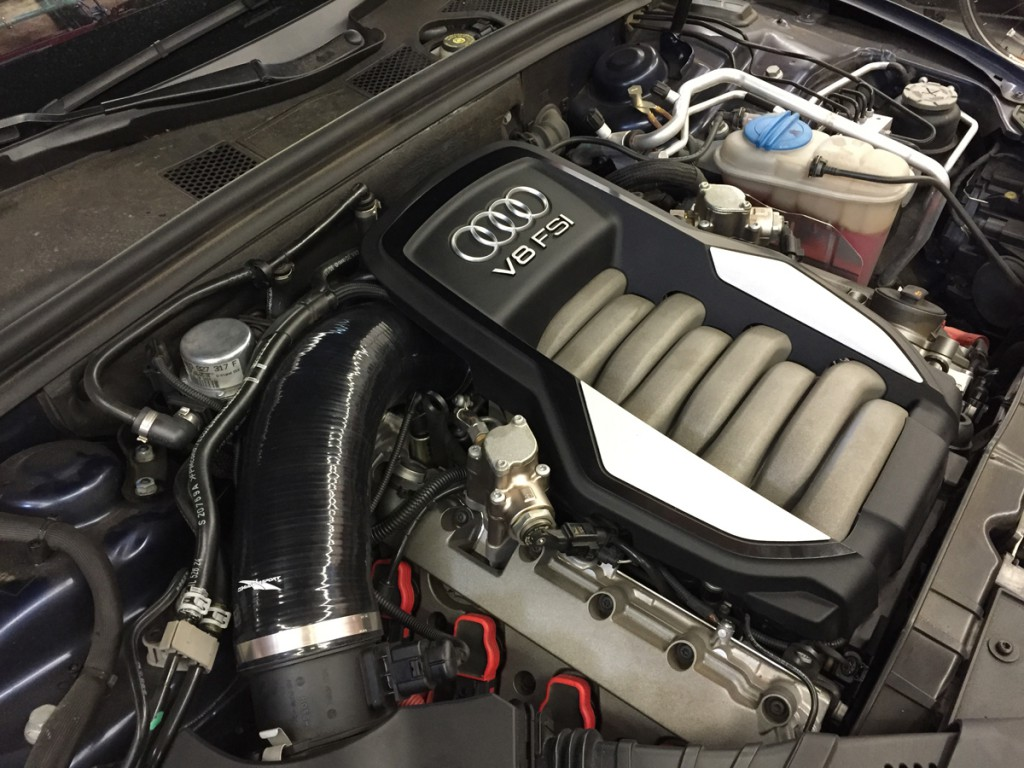 B8 Audi S5 4.2L FSI V8 Engine Bay with 034Motorsport Performance Air Intake Hose Replaces 079129615F