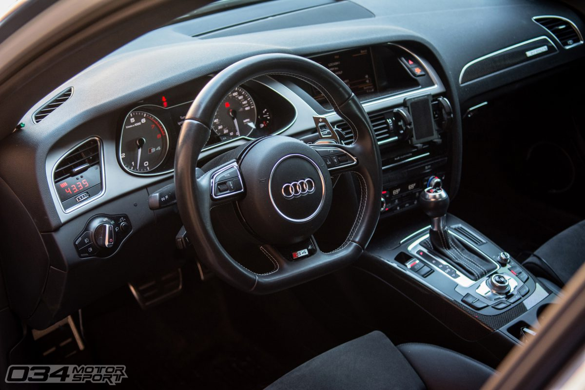 Interior and P3 VIDI Gauge in Tuned B8.5 Audi S4